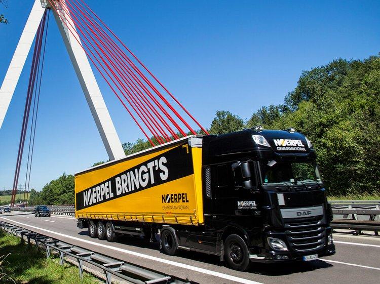 Noerpel LKW auf der Straße - Medienarbeit für Logistikunternehmen